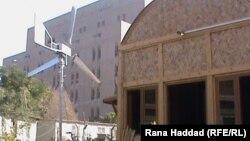 منزل في اهوار العراق يعتمد على طاقة الرياح