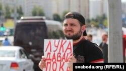 Учасник «Маршу Свободи» у Мінську, 16 серпня 2020 року
