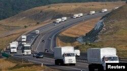 Konvoji rus udhëton për në Ukrainë
