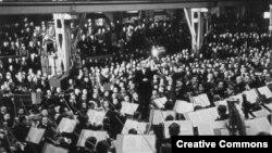 Wilhelm Furtwängler dirijînd în februarie 1942 (Foto: Arhiva Federală Germană)
