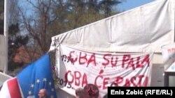 Matić kaže kako je u Odmoru sve 'šatoraška' ekipa, referirajući se na učesnike prosvjeda koji su kampirali pred Vladom (fotografija sa prosvjeda 2016)
