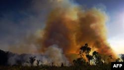 Illegálisan égetik fel az esőerdőt Novo Progressotól délre, 2020. augusztus 15-én.