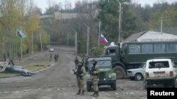 Şuşa rayonında Rusiye barışıq küçleri ve Azerbaycan askerleri