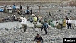 مهربون على الحدود العراقية الإيرانية قرب السليمانية