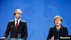 Яценюк немис канцлери Ангела Меркел менен. Берлин, 8-январь, 2015-жыл.