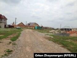 Тұрғындар төсеген жол. Қоянды ауылы, 6 тамыз 2013 жыл.