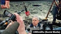 Флешмоб проти російської пропаганди: посол Джон Теффт на Місяці