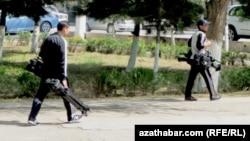 Türkmen žurnalistleri metbugat azatlygynyň kadalary bilen tanyş edildi