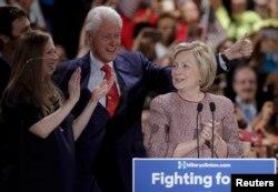 Гілары Клінтан і яе муж, былы прэзыдэнт ЗША Біл Клінтан