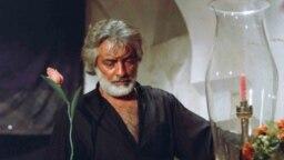 محمدعلی فردین در نمایی از فیلم «برزخیها»ی ایرج قادری