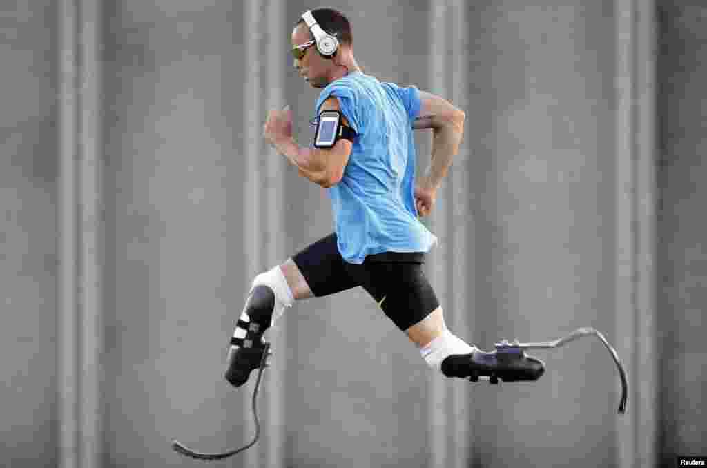 Italija - Oscar Pistorius na treningu uoči natjecanja na 23. atletskom susretu u Lignano Sabbiadoro, 17. juli 2012. Foto: REUTERS / Alessandro Garofalo