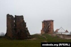 Руіны Наваградзкага замка