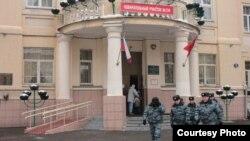 Сотрудники ОМОНа массово голосовали на участке №154