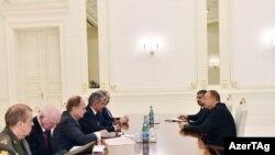 İlham Əliyev Rusiyanın müdafiə naziri Sergey Şoyqunun başçılıq etdiyi nümayəndə heyətini qəbul edir. 14.08.2016