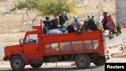 Түркияның Сириямен шекаралас аймағындағы мигранттар отырған жүк көлігі (Көрнекі сурет).