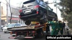 Эвакуация авто в Бишкеке. Архивное фото.