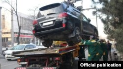 Принудительная эвакуация машин в Бишкеке.