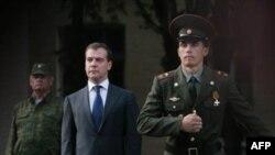 Російські військові готові виконати наказ свого головнокомандувача. Штаб 58-ї армії Росії, Владикавказ. Фото 18 серпня 2008 року, коли російські війська окупували значну частину Грузії