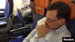 Євген Буряков у літаку під час депортації до Росії, 5 квітня 2017 року