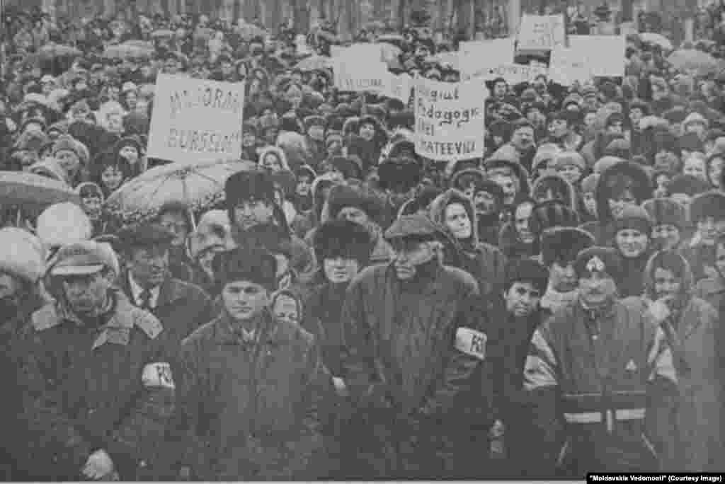 """""""Moldavskie Vedomosti"""", 22 martie 2000, greva profesorilor"""