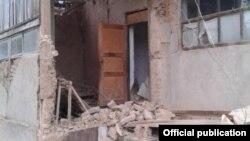 Один из домов в Кара-Сууйском районе Ошской области, пострадавший в результате землетрясения.