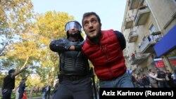 په اذرباییجان کې د مظاهرې پر مهال د پولیسو لخوا یو شمېر کسانو نیول کېدو.