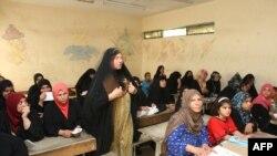 احدى مدارس محو الامية في بغداد