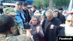 У Мелітополі зі священика зірвали георгіївську стрічку