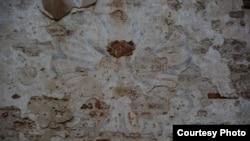 Залишки кольорового розпису Поморянського замку