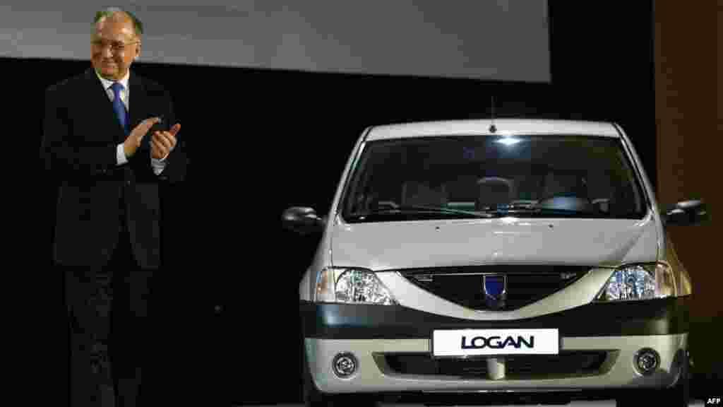 Lansarea primului model Dacia Logan - 2004