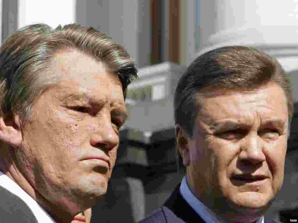 Yanukovych, then prime minister, with President Viktor Yushchenko in 2007.