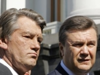 Yushchenko (left) and Yanukovych agreed on May 4 to hold an early election (ITAR-TASS)