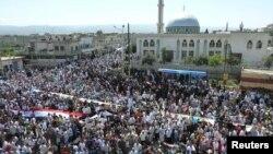 Антивладини протести во градот Хула во близина на Хомс.