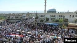 د شام له حوله سره نژدې په حمص ښار کې مظاهره چیان د حکومت ضد لاریون کوي.