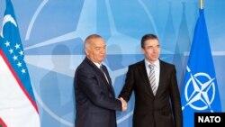 Өзбек президенти Ислам Каримов жана НАТОнун ошол кездеги баш катчысы Андерс Фог Расмуссен, Брюссель, 24-январь, 2011-жыл