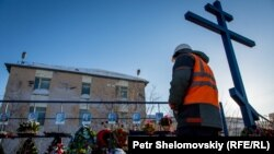 A miner pays his respect to those missing in the February 25 Severnaya coal mine gas explosion.