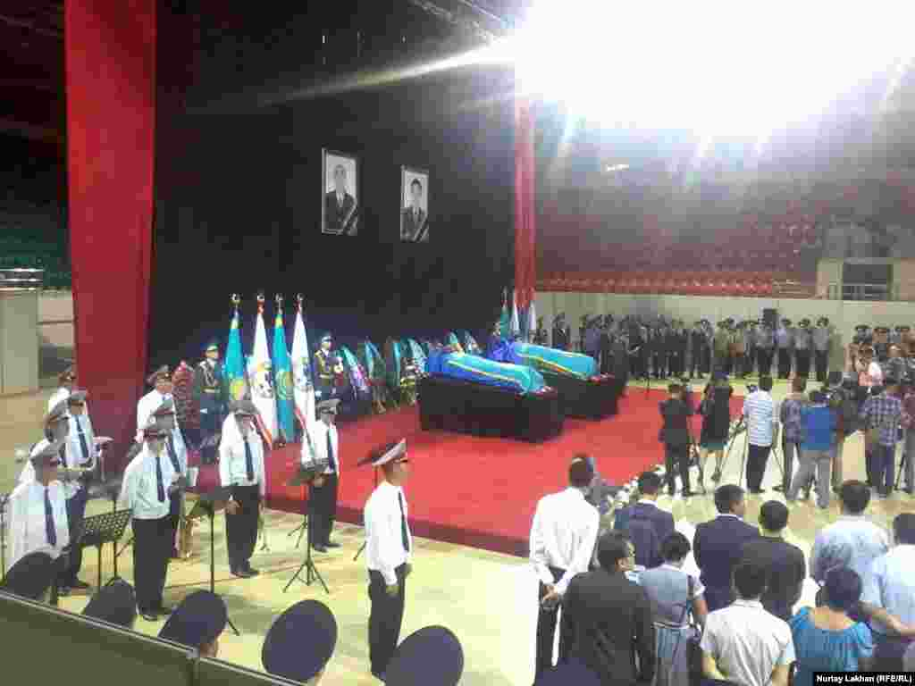 Церемония прощания с погибшими полицейскими в здании Дворца спорта. 20 июля 2016 года.