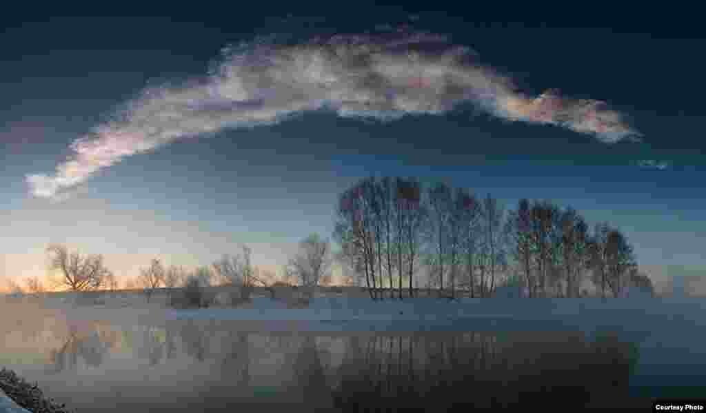 9:32:15 - 9:32:31. Шартлау тавышлары килеп җиткәннән соң берничә минут үткәч төшерелгән дүрт горизонталь фотоны берләштереп ясалган панорама күренеше.
