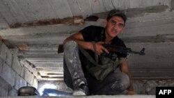Сирийский повстанец, город Алеппо