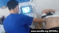 Шухрат Джураев проходит обследование в медобъединении Фуркатского района.