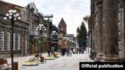 Վերանորոգված և բարեկարգված փողոց Գյումրիի կենտրոնում, օգոստոս, 2019թ․