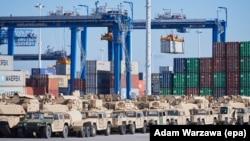 Американская военная техника в порту Гдыня (Польша) перед учениями осенью 2017 года