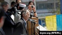 Мустафа Джемилев на митинге памяти жертв депортации. Крым, Симферополь, 18 мая 2011 года