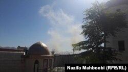 دود ناشی از اصابت سه راکت در نزدیک ساختمان پارلمان افغانستان