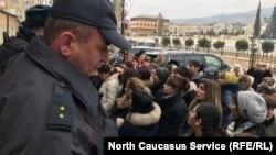 На акцию протеста пришли около 50 женщин