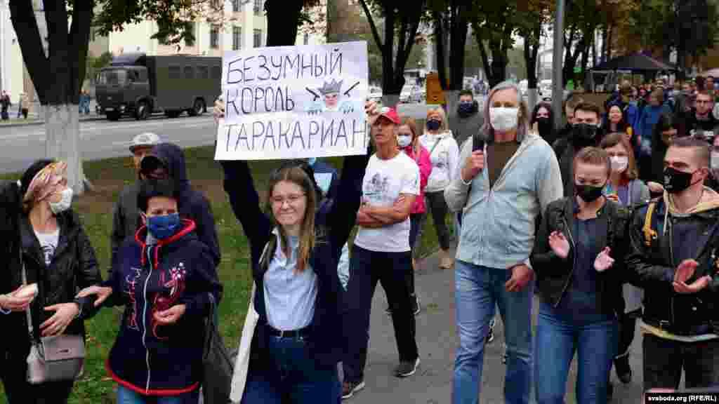 Масові акції протесту відбулись і в інших містах Білорусі. У Гомелі силовики застосували проти учасників мирного маршу сльозогінний газ і світлошумові гранати. Людей жорстко затримували