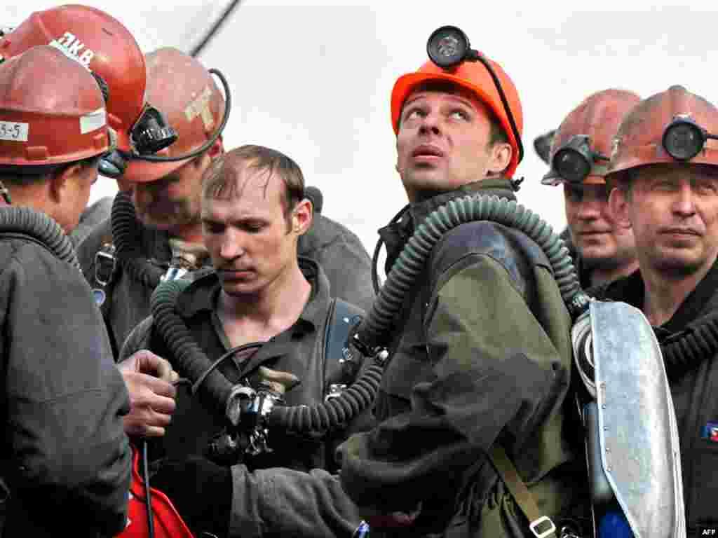 """Спасатели работают на шахте """"Распадская"""""""