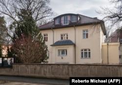 В этом здании Путин и его друзья работали в Дрездене