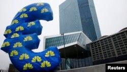 Мазкур қарор еврозона иқтисодига 1 триллион евронинг эмиссия қилинишига олиб келиши мумкин.