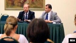 Архивска фотографија: Претседателот на Турската коалиција од Америка, Линколн Мекарди и претседателот на Обединетата македонска дијаспора Мето Колоски.